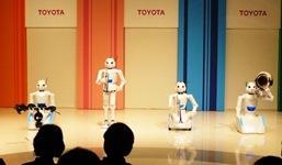 toyota_robots_play