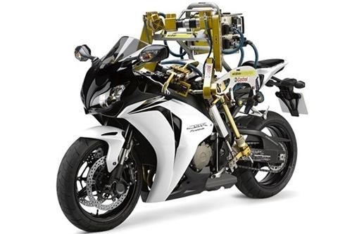 biker_robot_flossie-castrol